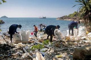 pict-Hotels urged to cut plastic use .jpg