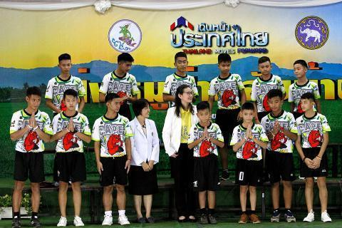 pict-Twelve rescued members of soccer team 2.jpg